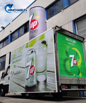 Lata Hinchable 7Up sobre Camión